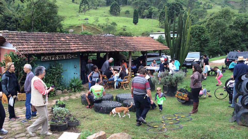 Café na Roça, que funciona aos sábados no mesmo espaço da feira orgânica - Gonçalves MG.