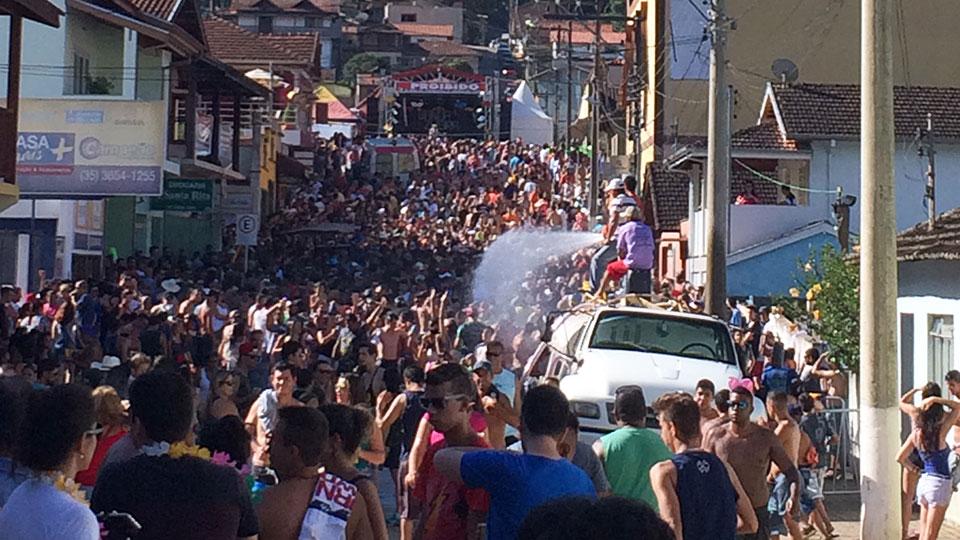 carnaval-em-goncalves-teve-agito-e-tambem-sossego